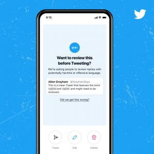 Message avertissement sur Twitter pour les tweets offensifs